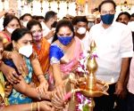 Kavitha inaugurates Handloom mall at Ameerpet