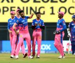 Unadkat's early strikes peg back Delhi Capitals