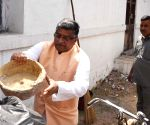 "Swachhata Hi Seva"" movement - Ravi Shankar Prasad participates in a cleanliness drive"