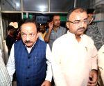 Harsh Vardhan, Ashwini Kumar Choubey visits Bihar hospital