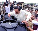Harsh Vardhan during special 'Jan Jagrukta Abhiyaan' at Hauz Khas