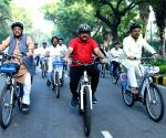 Harsh Vardhan cycles from his residence to Lodhi Garden
