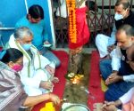 Ashwini Kumar Choubey offers prayers to Gooseberry tree on Akshaya Navami
