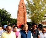 Arun Jaitley visits Jallianwala Bagh
