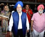Hardeep Singh Puri visits Golden Temple