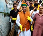 Arjun Ram Meghwal participates in a cleanliness drive