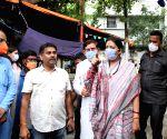 Kolkata :Union Minister Smriti Irani with BJP candidate of Bhawanipur constituency by-poll Priyanka Tibrewal at a election campaign .