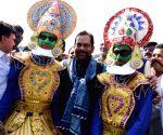 Mukhtar Abbas Naqvi inaugurates Hunar Handicrafts Exhibition