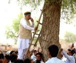 World Environment Day - Arjun Ram Meghwal struggles for mobile signal