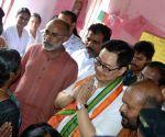 Alappuzha (Kerala): Kiren Rijiju, Alphons Kannanthanam visit flood relief camp at Aryad