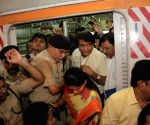 Suresh Prabhu travels in Mumbai suburban train