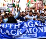 271116) New Delhi: Vijay Goel leads a march in support of demonetisation