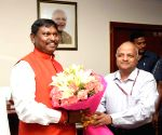 Arjun Munda takes charge as Tribal Affairs Minister