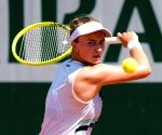 Unseeded Czech Barbora emerges French Open women's champion (Ld)