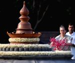 Priyanka Gandhi Vadra, Sonia Gandhi pay homage to Rajiv Gandhi on death anniversary