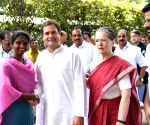 Sonia, Rahul, Priyanka meet Congress' newly elected MPs