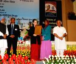 Sonia Gandhi and Manmohan Singh presenting awards on the occasion of the 8th MGNREGA Divas