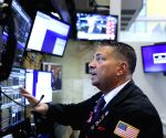 Dow drops over 400 points amid stimulus talks, coronavirus concerns