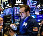 US stocks fall, Dow loses nearly 1,200 points