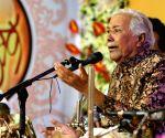 Legendary musician Ghulam Mustafa Khan passes away, music industry pays tribute