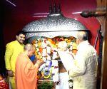 Yogi visits Mahavir Temple