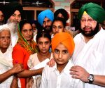 Vain Poin: Punjab CM meets the bereaved family of martyr Paramjit Singh