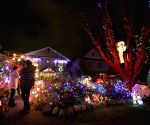 Vancouver (Canada): Tradition house decoration with eye-catching Christmas lights