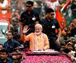 Modi holds massive road show in Varanasi