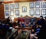 Free : Varun Dhawan, Kriti Sanon meet Arunachal CM