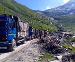 Marji (Himachal Pradesh): Landslide blocks Leh–Manali Highway