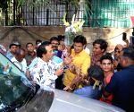 Dharmendra celebrates his birthday with his fans