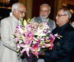 PM Modi, Vice President Hamid Ansari greet President Mukherjee ahead of his Vietnam tour