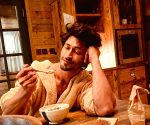 Vidyut Jammwal doesn't want you to 'stop staring'!