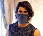 Vijay Deverakonda: Leave medical masks for doctors, go for homemade options