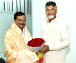 Kejriwal meets Chandrababu Naidu in Amaravati