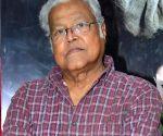Santoshi needs to be coaxed to make 'Andaz Apna Apna 2': Viju Khote ()