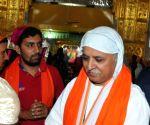 Togadia visits Takht Sri Harmandir Sahib