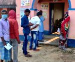Free Photo: Voters waiting in the queues of polling booths in Arwal.