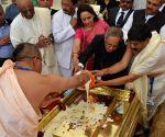 President Mukherjee attends Anantha Sthapana Puja at Vrindavan Chandrodaya Mandir