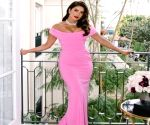 Want to sport some hot pink? Learn it from our Desi girl Priyanka