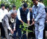 Pranab Mukherjee visits Sewagram Ashram