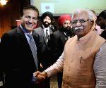 Washington DC (US): Khattar meets investors