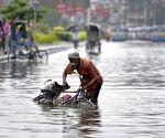 Kolkata : Waterlogged road during heavy rain in Kolkata