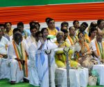 Mamata urges regional parties to unite against BJP