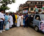 Chandrakona (West Bengal): 2019 Lok Sabha elections - Mamata Banerjee during a roadshow