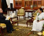WB CM calls on President Mukherjee