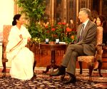Mamata Banerjee meets Singapore PM