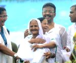 Mamata redeems promise, returns land to Singur farmers
