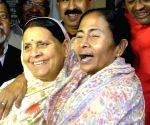 Mamata Banerjee meet Laloo, Rabri Devi at their residence
