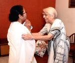 Mamata meets Nobel winner's mother, seeks their services